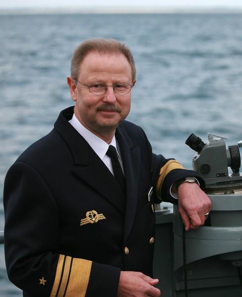Inspekteur Marine Vizeadmiral Axel Schimpf im Gespräch mit eine
