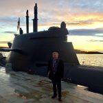 Ingo Gädechens beim Besuch in Norwegen (im Hintergrund das dt. Uboot U36)