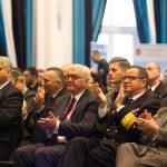Kr├Âncke_Steinmeier aplaudiert den gelungen Vortrag